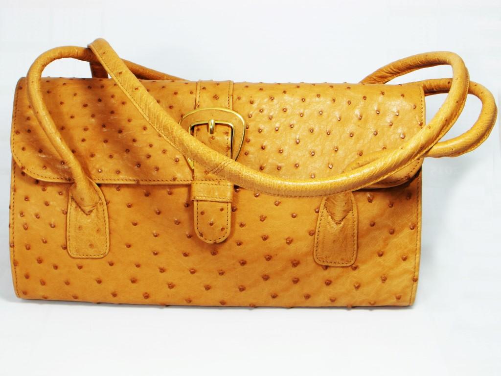 Grote handtas in struisvogelleer